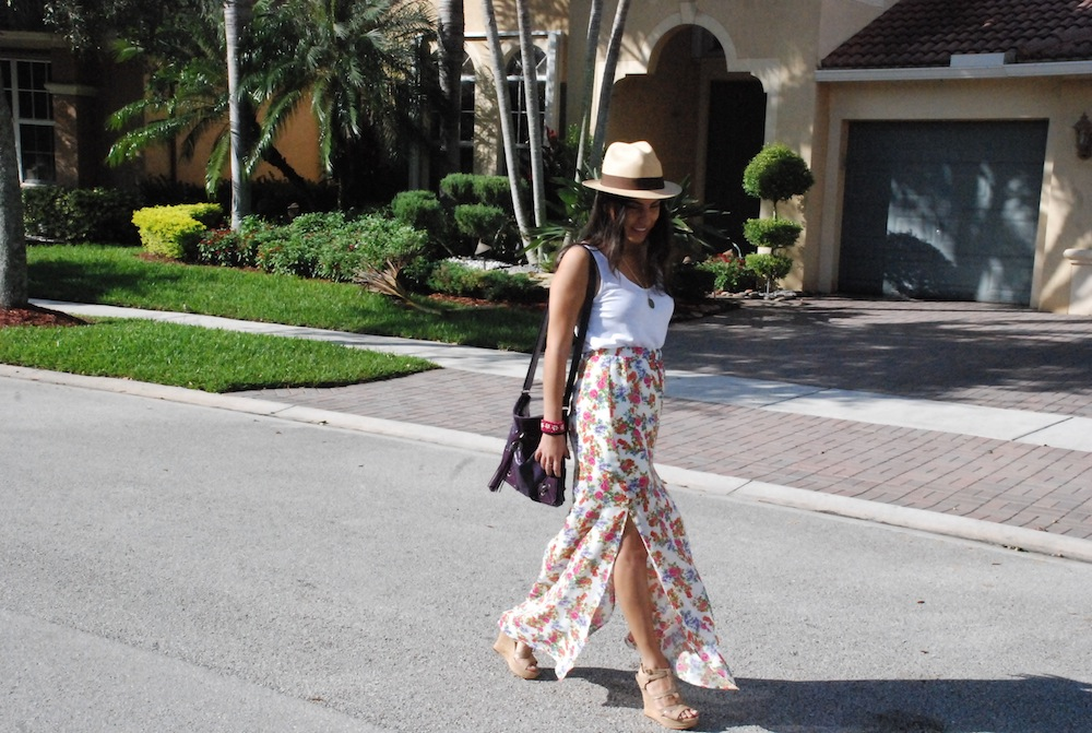 style blogger showcasing outfit of the day in Fort Lauderdale