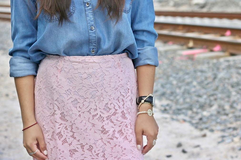 How to wear Women's Lace Pencil Skirt
