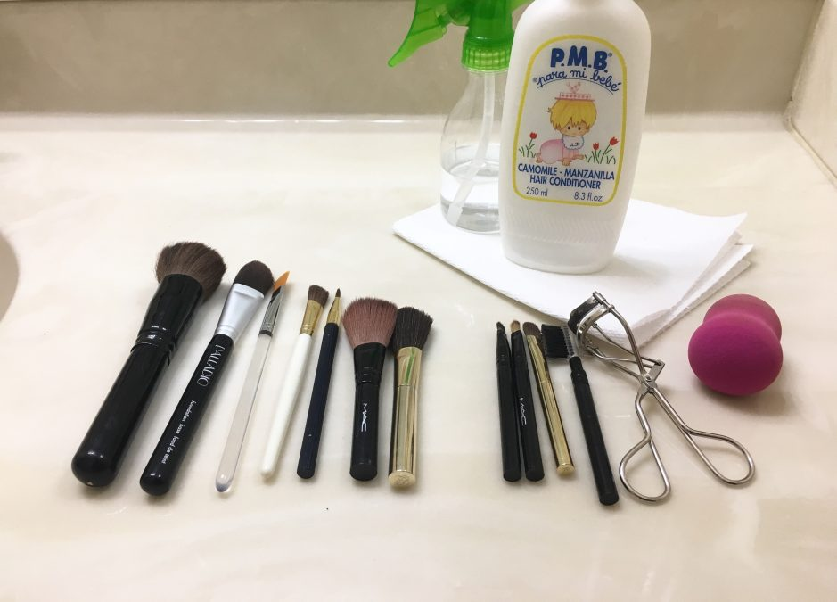How To Clean Your Make-Up Brushes at Home